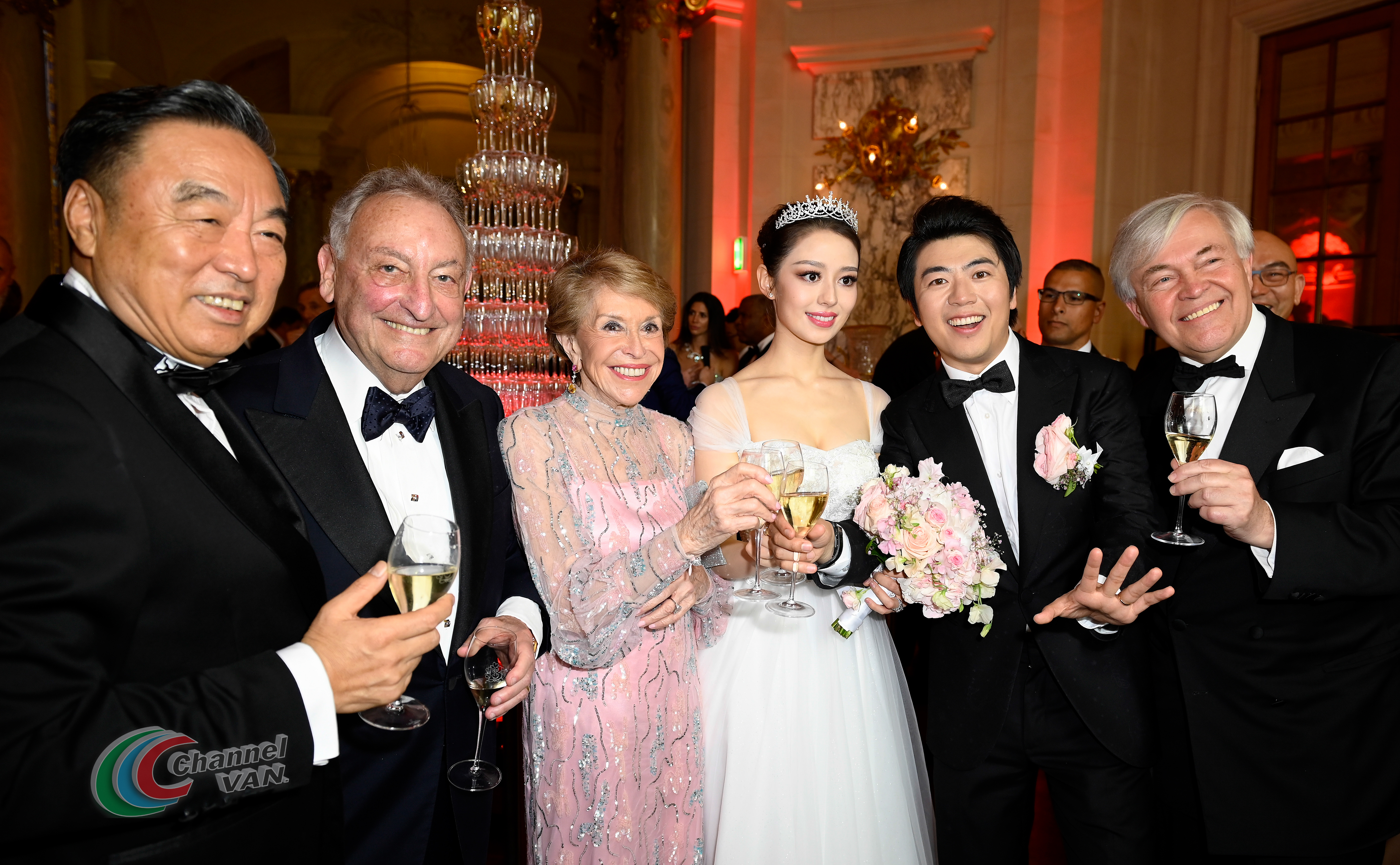 PARIS, FRANCE - JUNE 02: (L-R) Ma Weihua, Sandy Weill, Joan Weill, Gina Alice, Lang Lang and a guest pose for a picture during Pianists Lang Lang & Gina Alice Cocktail Wedding at Hotel Shangri-La on June 02, 2019 in Paris, France. (Photo by Kristy Sparow/Getty Images for Moet Hennessy)